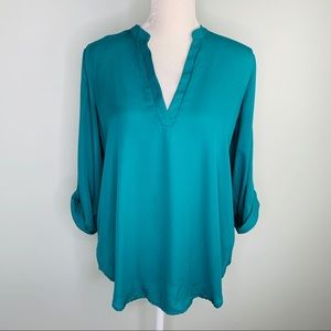 Lush Roll Tab Sleeve Woven Shirt M Green V-Neck